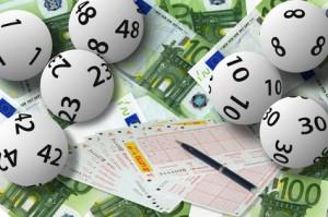 Lotteriescheine und Geld